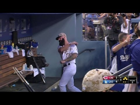 CIN@LAD: Wilson loses his cool in the dugout