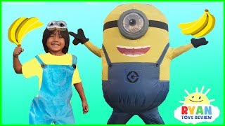 GIANT MINION IN REAL LIFE VISITS RYAN TOYSREVIEW!  Despicable Me 3 Surprise Toys Hunt