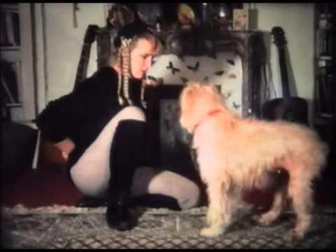 La chienne Twizzle avec Cathy Vogan (1992) de Gérard Courant - Cinécabot #5