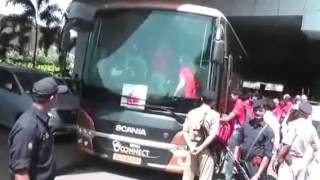RCB team boarding in SVLL Connect Bus @ Mumbai airport