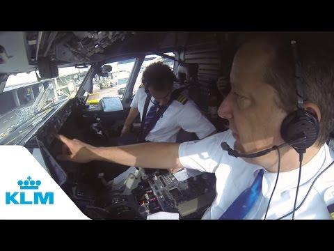 KLM Cockpit Tales Part 1 Autopilot in action