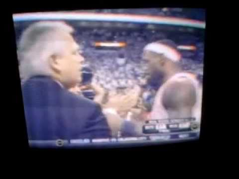 LeBron James and Delonte West shaking hands after Game 5 of 2011 NBA Playoffs