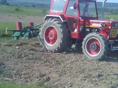 Campanie de semanat porumb 2012 Tractor UTB680 si SPC4