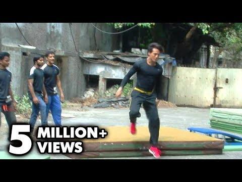 Tiger Shroff Performs Live Stunts In Mumbai - 'Heropanti'