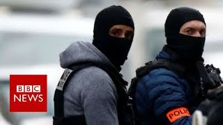 Strasbourg shootings: Armed police mount operation in Neudorf district - BBC News