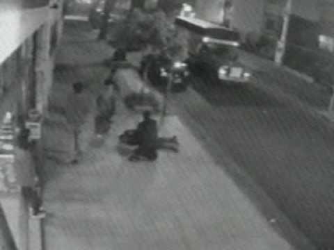 Tiroteo real en jurisdiccion de comisaria 38ª PFA policia herido recibe 8 impactos.