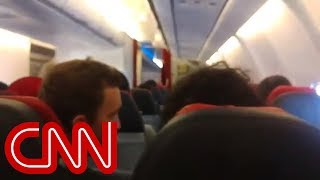 Pilot of shaking plane asks passengers to pray