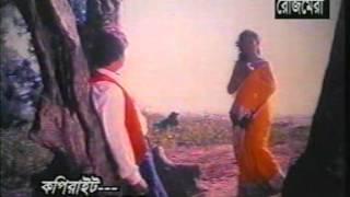 Beauty queen SHABNAM in BANGLA film JULIE singing abest song in BANGLA