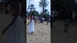 Wanafunzi na wahuni wakicheza singeli beach.  FOR MORE VIDEOS SUBSCRIBE MTAANI TV