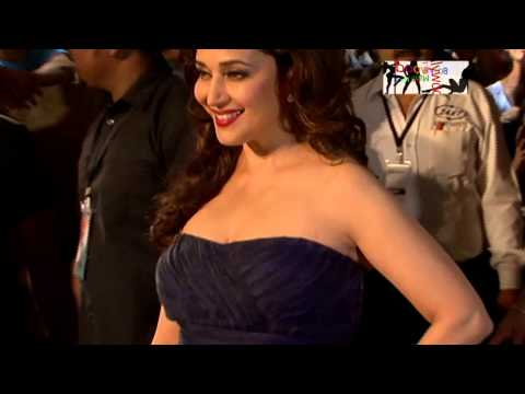 Xxx Mp4 Madhuri Dixit Reveals Her Assets At Filmfare Awards 2015 3gp Sex