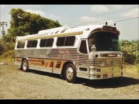 El gran autobús Dina Olimpico.
