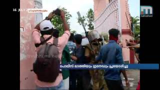 ABVP-SFI clash in front of MG College   Mathrubhumi News