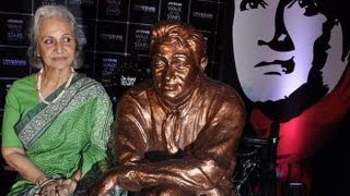 Waheeda Rehman Gets Nostalgic While Unveiling Dev Anand's Statue