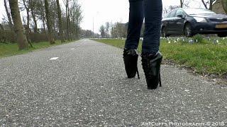 Walking around Akersloot in ballet heels