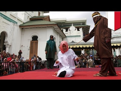 Xxx Mp4 Indonesia Woman Nur Elita Caned In Public For Breaking Sharia Law In Aceh Province TomoNews 3gp Sex