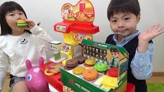 ドライブスルー ハンバーガー屋さん プリっと犬 に奪われた!! リカちゃん モスバーガー おもちゃ こうくんねみちゃん Drive through hamburgers shop
