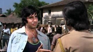 Amar Akbar Anthony - Drama Scene - Vinod Khanna - Amitabh Bachchan - Anthony Dares Amar