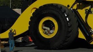 Biggest wheel loader in the world 70 yard super high lift LeTourneau L2350