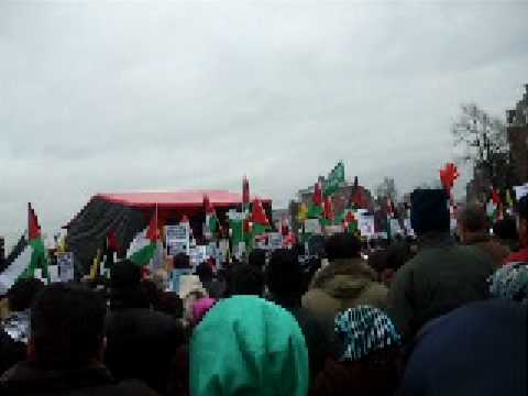 Demonstratie tegen geweld Israel in Amsterdam 3 jan Appa spreekt