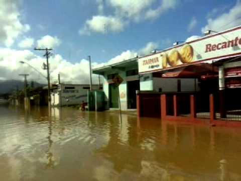 JUQUIÁ DEBAIXO D GUA enchente na cidade NA MADRUGADA do dia 14 02 2014