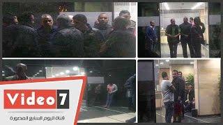 عقب وفاة الساحر.. المشاهد الأولى أمام مستشفى محمود عبد العزيز