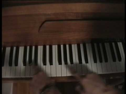 "How to play ""Because of you - Kelly Clarkson"" on piano"
