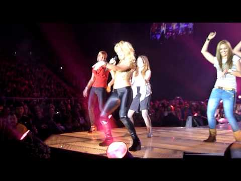 Shakira teaching belly dance in Poland Atlas Arena Łódź 17.05.2011 HD