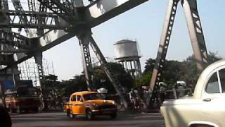 HOWRAH BRIDGE TO HOWRAH RAILWAY STATION, INDIA, KOLKATA