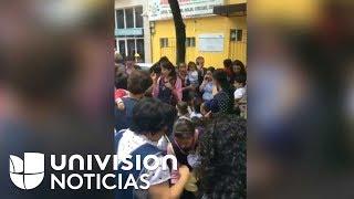 Maestra le canta a niños para tranquilizarlos tras el terremoto en México
