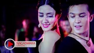 Fairuz A Rafiq Feat Miladian -  Pengalaman Pertama - Official Music Video HD