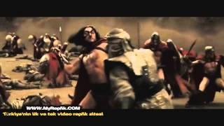 300 Spartalı - Yüzbaşı'nın oğlu astinos'un öldürüldüğü sahne - MyReplik.com