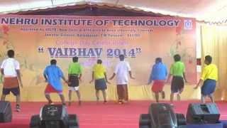 Funniest dance performance ever! (Must Watch) KULUKKI THAKKA!!