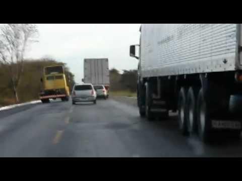 Ultrapassagem perigosa BR 251 Minas Gerais Fail Compilation Brazil