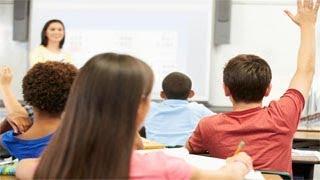 """تلميذ يسأل المعلمة فى المدرسة """"سؤال محرج جدا و لم يتخيله أحد . فكانت أجابتها صادمة ؟"""""""