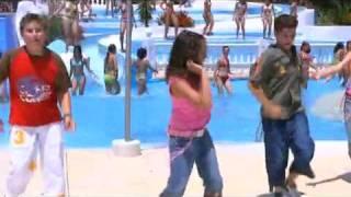 Tres mas Dos   El Baile De La Ola