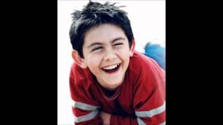 Declan Galbraith (boy treble) sings Amazing Grace.wmv