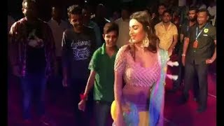 Nidhhi Agerwal Dance With Fans At Public Place || Nidhi Agarwal Bollywood Actress