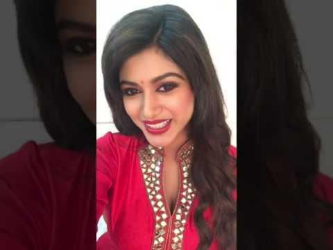 Actress Oviya Trying To Sing A Song   Oviya   Malayalam Song   Tamil Updates