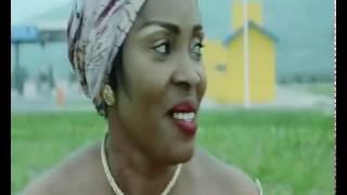 Maman LYDIE ONGUIEMBI dans 'Na likolo (clip officiel)