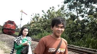 pecah perawan d rel kereta api