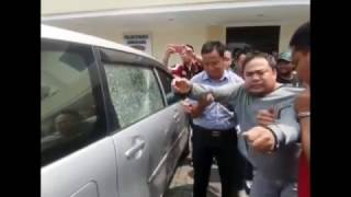 How to break CAR Windows easily - Explained by Police