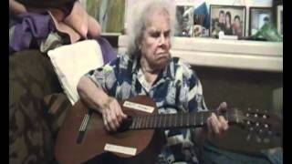 256 MUM 90 YEARS OLD ON GUITAR.MP4