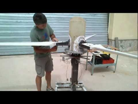 GENERADOR EOLICO TRIPALA DE PASO VARIABLE CONTROLADO POR MOTOR variable pitch wind turbine VIDEO 4
