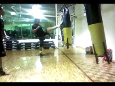 KICK BOXING CLASE NOVATOS MIXTA
