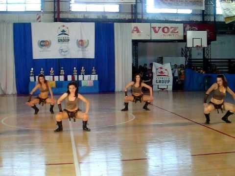 Pato sena y sus chichis coreografia de reggaeton