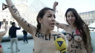 Des féministes arabes nues au pied  du Louvre