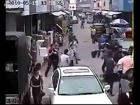 Peragut dirakam dan dibelasah beramai ramai