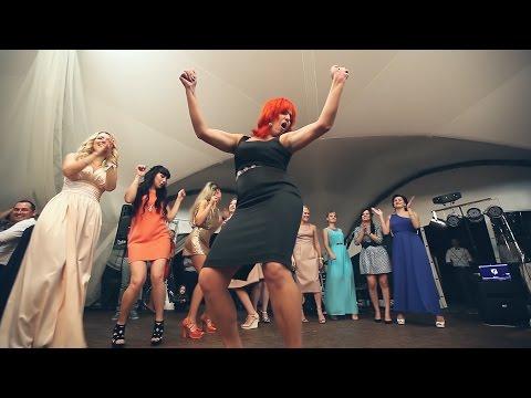 фото танцующих женщин