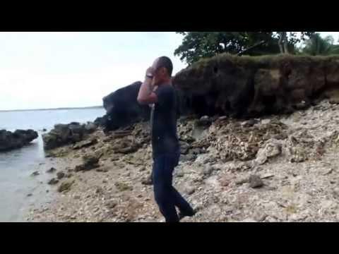 Video Kocak Lempar Batu Di Air dan Lompat Indah ANYER