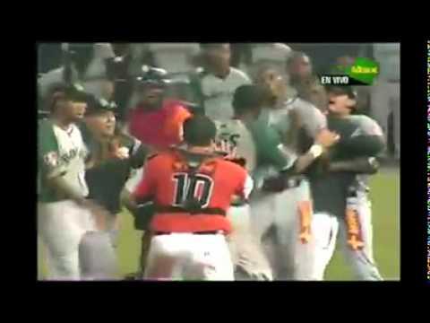 Expulsión y pelea de Rocambo Acosta